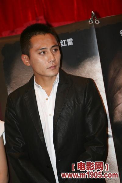 顾不上睡觉就飞到北京助阵《硬汉》首映式的黄秋生,被主持人经纬赞有