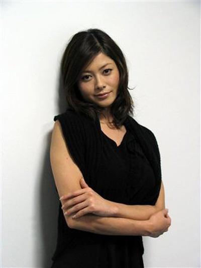 巨乳女星真木裕子与圈外人奉子成婚 目前已怀孕三月