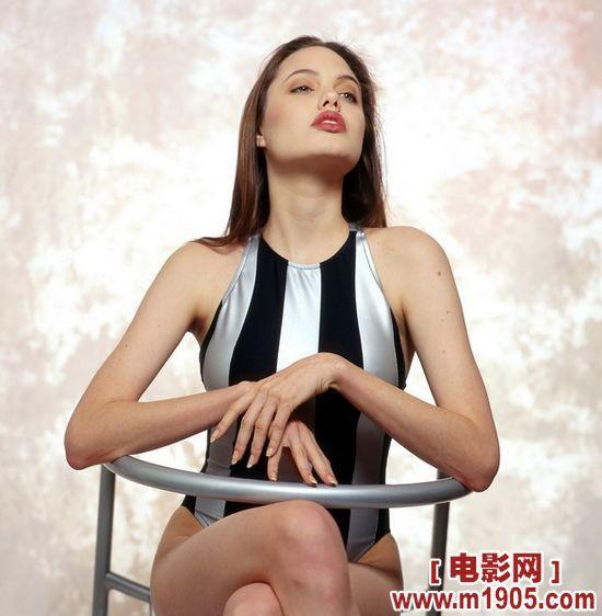 安吉丽娜·朱莉登日本杂志 裸背s曲线女王范儿