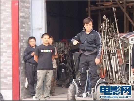 """成龙探班""""我愿意"""" 大方送""""豪车""""给李冰冰_华语_电影网_1905.com22k"""