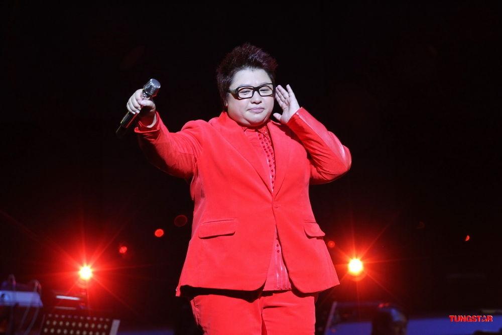 韩红演唱会逗笑上海歌迷 为李霞庆生感触落泪图片