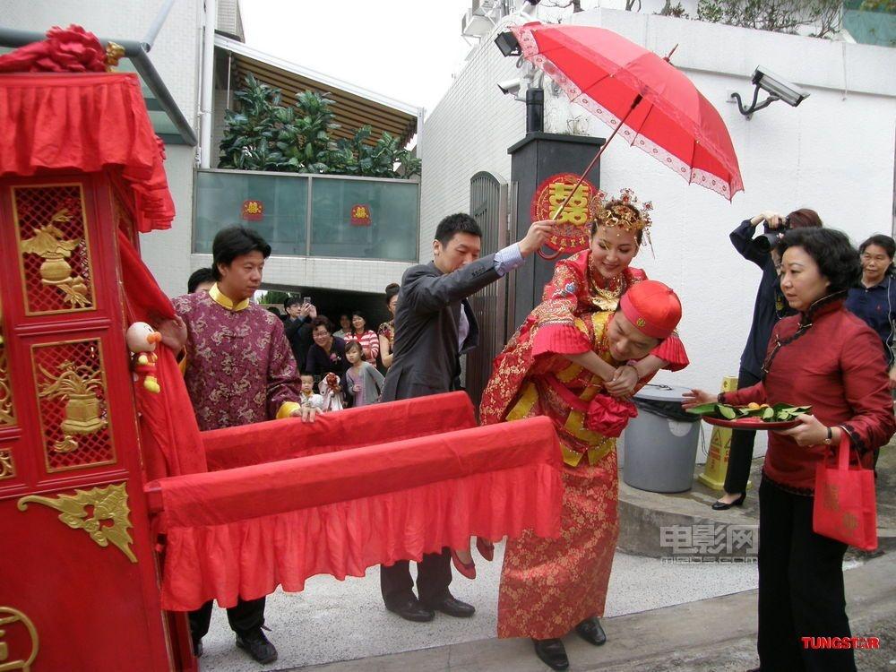 名模诸葛紫岐嫁入豪门排场大 中式婚礼花销巨大图片