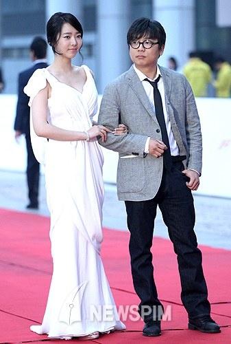 第14届韩国世界电影节通向姜艺媛红毯秀事业线一棵树开幕另一个全州的电影图片