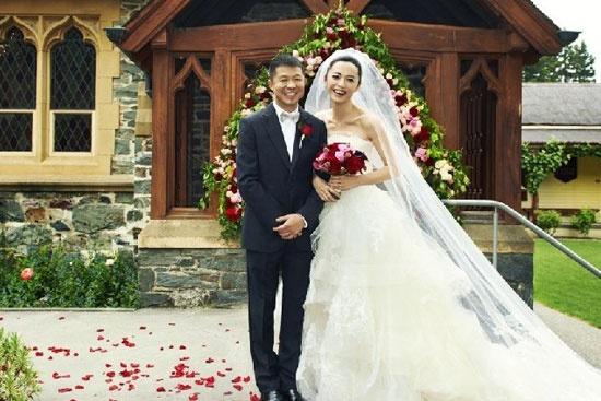 姚晨结婚了吗_姚晨和老公曹郁幸福结婚照