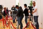 11月4日,好莱坞大片《变形金刚4:绝迹重生》在北京市内的盘古大观取景拍摄。当天,内地实力演员巫刚现身片场,在片中疑似扮演军方高层,为《变形金刚4》又增加了一些中国元素。