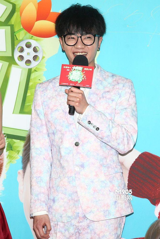 《爸爸去哪儿》看点揭秘 李宇春首映献吻引骚乱