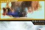 """迈克尔·贝之所以被称为""""炸弹人"""",原因就是一个:爆炸!爆炸!还是爆炸!他的《变形金刚》里如果没有火光、轰炸、尖叫,那还有什么值得期待的?虽然预告片中的狂奔画面并不是在中国拍摄,但在香港中环附近的立法会广场前,也拍摄了几乎同样的一幕:众主演神色慌张地在草坪上狂奔,身后则是接连不断地爆破和浓烟滚滚,千钧一发的危机感顿时尽显。"""