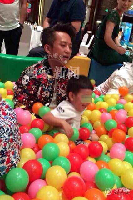制造气球小花具体步骤