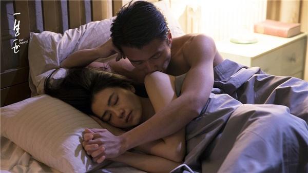谢霆锋 高圆圆裸身拍床戏不尴尬 只担心不够美图片