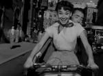 《罗马假日》经典片段 派克驾摩托带赫本游市区