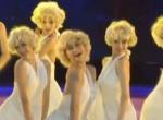 歌舞《玛丽莲·梦露》致敬经典 再现白色裙角扬起