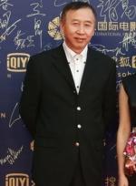 导演冯小宁与唐季礼霸气登场 何平戴墨镜显酷帅