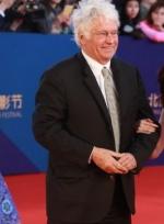 导演让·雅克·阿诺亮相 《狼图腾》入围笑容满面