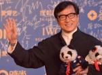 成龙亮相明星会客厅 隆重介绍慈善熊猫坦言要拍卖