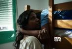 戛纳时间5月21日上午,法国导演雅克·欧迪亚作品《流浪的迪潘》在电影节首映。延续了前一天的良好势头,该片借以战争、暴力的元素反衬出爱与亲情的温暖,令观众动容。不过到了晚上,情况又急转直下——伊莎贝尔·于佩尔、杰拉尔·德帕迪约主演的《爱之谷》放映结束后嘘声一片。这也是于佩尔本届戛纳电影节的第二部主竞赛单元作品(另一部为17日公映的《比炸弹更响》),只是没想到又是如此平庸。
