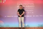 6月15日,电影《失孤》中刘德华的原型郭刚堂现身上海,出席了电影频道传媒大奖观众见面会。郭刚堂透露,与电影中刘德华饰演的雷泽宽一样,他仍然走在找孩子的路上,不过电影《失孤》给他带来了很多精神上的鼓励,也使得打拐行动越来越受社会关注。