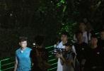 """日前,真人秀《极限挑战》节目录制。王迅被曝婚内出轨后抵沪录制节目 ,全程无表情。完全没有了之前""""松鼠迅""""的逗比呆萌,另一位成员孙红雷则故意躲树丛中,搞怪""""挑衅""""摄制组。"""