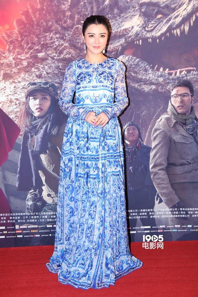 《九层妖塔》红毯:姚晨豹纹装显酷 唐嫣白裙甜美