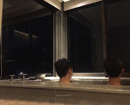 53岁庾澄庆和美食泡儿子享背影美食温泉似兄父子黄土岭附近图片