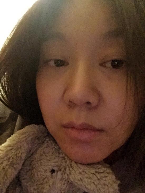 45岁闫妮凌晨晒素颜照 嘴唇发白满脸憔悴(图)
