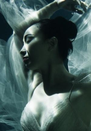 陶虹水下梦幻写真性感 肤若凝脂美艳宛如仙女