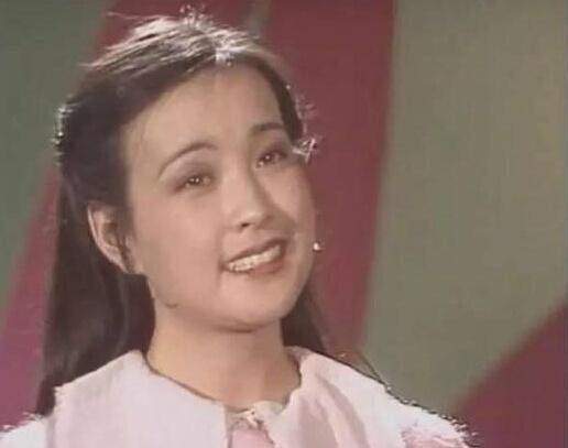 刘晓庆在微博晒出早年上春晚
