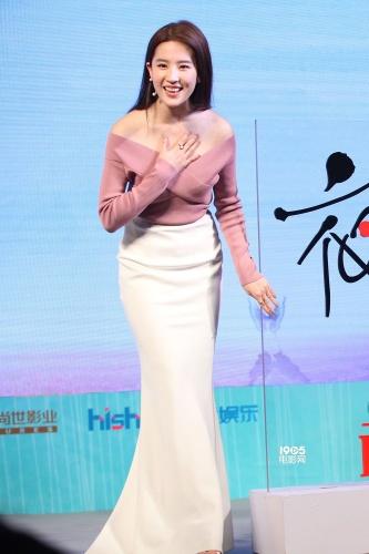 《夜孔雀》定档5月20日 刘亦菲裸背纹身超惊艳