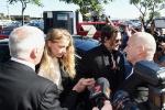 约翰尼·德普携手爱妻 在澳大利亚出庭承认偷运