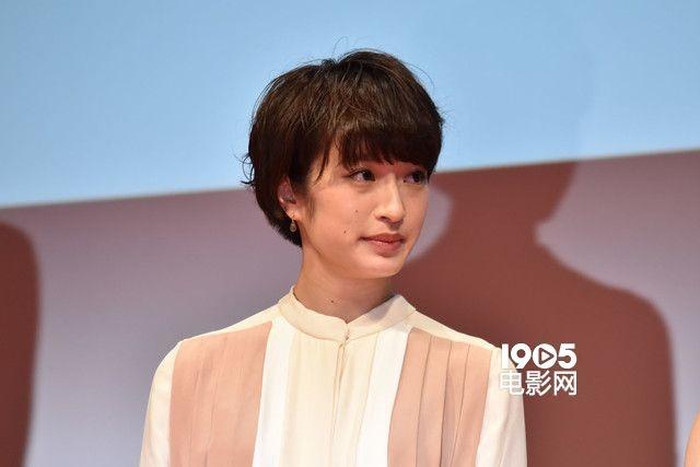 是根据八田鲇子同名人气漫画改编,《闪烁的爱情》导演广木隆一掌镜的
