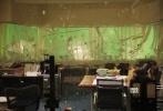 5月6日,1905电影网前往香港探班警匪动作电影《拆弹专家》,导演邱礼涛、监制兼主演刘德华、姜武亮相拍摄现场。当天,剧组拍摄的是一场高难度的室内爆破戏,作为监制的刘德华亲临现场指挥,姜武则身着戏服现身,两人在高温下还未开拍就已经汗流浃背。据悉,《拆弹专家》已于今年4月开拍,预计在2017年暑期与观众见面。