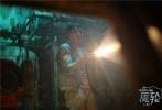 """华语悬疑惊悚影片《魔轮》于今日正式定档7月1日全国公映。该片悬念重重,主要讲述了一段发生在""""天涯号""""游轮上离奇诡异的事件。从《魔轮》今日曝出的定档海报及预告可以看出,阴暗诡谲的魔轮上积薪厝火,未知的旅程中暗藏着无限杀机。据悉,该片由基美影业出品,王早执导,坐拥林心如、何润东、金世佳等一众演员,将为观众呈现一场触目惊心的悬疑盛宴。"""