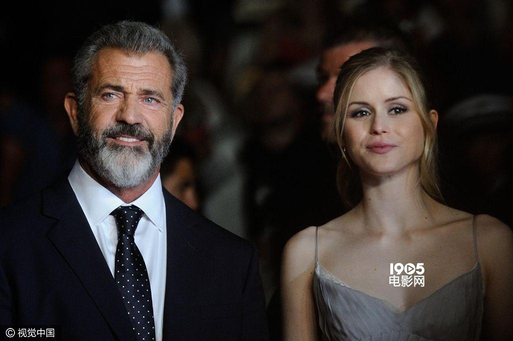 《吾父吾血》戛纳首映 梅尔·吉布森携小女友现身