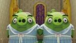 《愤怒的小鸟》宣传片 绿猪扮《闪灵》姐妹花