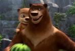 """6月12日,动画大电影《嘻哈英熊》正式曝光先导海报及预告。广大观众终于得以一睹 """"熊孩子""""嘻哈与父亲大山真容。影片讲述了熊父亲大山在儿子嘻哈被邪恶的偷猎团伙绑架后,历经重重磨难奋力营救的故事。本片作为今夏唯一一部聚焦父子的动画电影,不论预告及海报都体现了浓浓的父子亲情,给逐渐趋同的动画市场带来了一阵不一样的力量与温暖。"""
