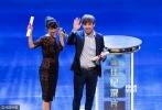 """6月19日,第19届上海国际电影节闭幕式暨颁奖典礼举行,曹保平延续""""影帝制造者""""神话,将其执导作品《追凶者也》的男主角刘烨捧上了金爵奖影帝的宝座,影后殊荣则被日本科幻片《团地》的女主角藤山直美摘得。由电影频道出品的《德兰》勇夺最佳影片奖。"""