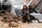 迪士尼曝光了一张《侠盗一号:星球大战外传》的正式海报,在这张海报中,主要演员基本现身。菲丽希缇·琼斯饰演的琴·厄索占据海报最中间最主要的位置,在本片中,她也将起到关键性人物的作用。
