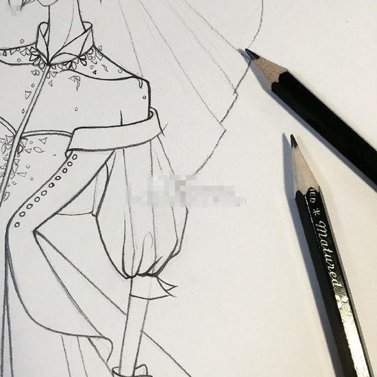 """婚纱手稿照片 据悉,兰玉曾为多为知名女星设计过婚纱,而此次林心如与霍建华大婚的婚纱风格设计也将由她来负责。 照片一出,网友纷纷留言:""""期待你给格格设计的婚纱,会不会带有一点古味呢?毕竟格格就是以那个姿态走进我们的心~""""""""感觉好独特,你一定要让林女神美美的出嫁呀!""""""""看起来就很特别的婚纱!祝福""""。"""