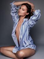 艾丽西亚·维坎德拍时尚大片 风情万种魅力十足