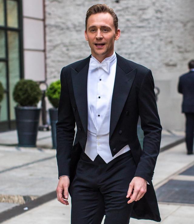 """英国著名作家称抖森无缘出演007 按照英国著名间谍惊险小说作家弗雷德里克·福赛斯(Frederick Forsyth)的说法,""""抖森""""汤姆·希德勒斯顿(Tom Hiddleston)在下一任007的选角上毫无胜算。 在谁是007丹尼尔·克雷格(Daniel Craig)继任者的问题上,《夜班经理》(The Night Manager)主演希德勒斯顿一度是博彩公司最看好的人选,但是如今他不幸跌落到第四名,排名靠前的分别是热门英剧《波尔达克》"""