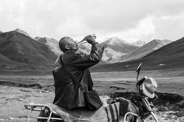 藏族最新电影塔落_