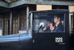 正在韩国上映的《密探》截至9月29日累计观影人数已经突破了711万人,片方也继续趁热打铁,曝光了一组幕后花絮照片,让观众可以一睹宋康昊、孔侑、韩志旼,以及特别出演的李秉宪等演员在拍摄现场的真实样子。