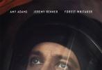 近日,由丹尼斯·维纶纽瓦执导的科幻片《降临》曝光了两张角色海报,艾米·亚当斯和杰瑞米·雷纳两人分别身穿外星服出现在角色海报中,两人置身面罩之后,双眼看向空中,由此大致可看这是面对外星人来临时的场景。