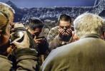 取材于真实历史事件的反战题材电影《何去何从》,发布了终极预告和终极海报。预告片里中泉英雄如同浴血修罗大开杀戒,海报中却沉重的低下了头颅,不禁让人好奇在战争面前,他经历了怎样的磨难。该片已定档10月28日。