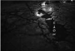 《金刚狼3:殊死一战》杀青已经过去了近两个月,日前影片再放出新片场照。一张是冶炼厂的场景图,照片中有一个倾斜的塔以及黑色轿车,轿车是德克萨斯州的牌照。