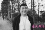 今天晚上,韩寒在微博上正式公开自己的第二部电影作品——《乘风破浪》,并首先向网友曝光了幕后阵容。