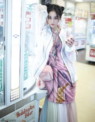 张馨予最新写真哪吒头俏皮十足 性感熟女变少女