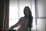 近期,由郭碧婷担纲女主角的爱情魔幻大戏《宇爱同游》杀青,戏中郭碧婷回归气质女神,首次搭档韩国男团Bigbang成员胜利,饰演女主角Tina。电影讲述了几个来自不同地方的年轻男女相互治愈,在爱情与友情中找寻自我的故事。