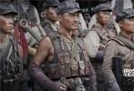 """《勇士》真实重现了课本里强渡大渡河和飞夺泸定桥的历史,令观众感动落泪,让人们在欣赏影片的过程中不仅反思战争,也越发珍惜当下的生活。随着电影的热映,《勇士》再度发布""""战斗""""特辑,曝光了大量颇受观众好评的战争动作戏份的拍摄细节,实力展现""""真勇士情怀""""!"""