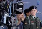 """李安新片《比利·林恩的中场战事》作为纽约电影节的展映影片,10月14日晚在纽约AMC林肯剧院首次以120帧每秒/4K/3D形式对300名媒体和影评人进行了放映,现场座无虚席;而正式对公众的售票是通过系统抽签决定,电影节官方表示这部电影受到极大关注,一票难求。李安在电影开始前现身影院,呼吁大家:""""给比利·林恩一次机会,用开放的心态来欣赏这部电影。"""""""