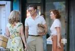 在拍过好莱坞、罗马、法国里维埃拉等地后,精力旺盛的伍迪·艾伦重新回到纽约,将新片《摩天轮》背景地设置在了沙粒细软、海风阵阵的科尼岛。故事发生在上个世纪50年代,老爷子一向喜欢在沙龙网上娱乐中穿越时光,回到精致考究的黄金时期。